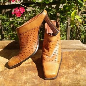 👢Two Lips bootie shoes
